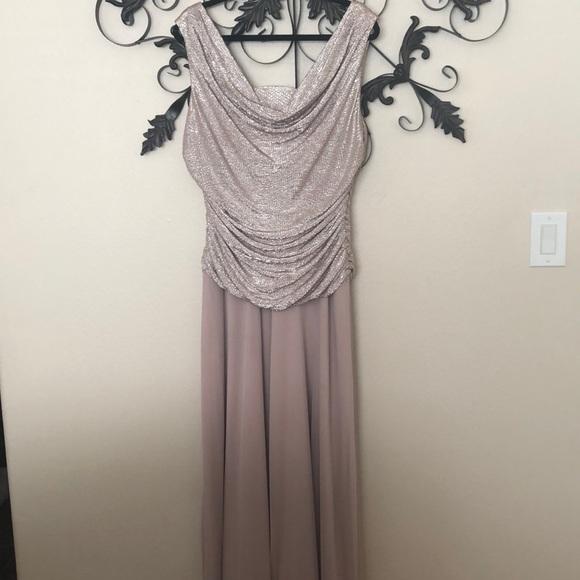R & M Richards Dresses & Skirts - 🌞 Beautiful champagne dress